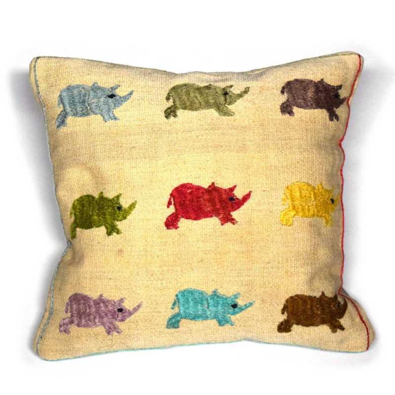 Coussin laine brodé troupeau de rhinocéros multicolores